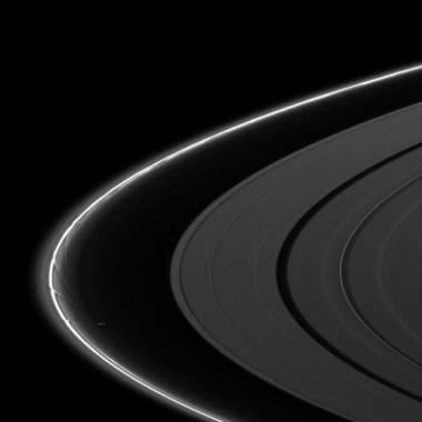 perturbazioni sugli anelli causate dal satellite Pulchritudinous